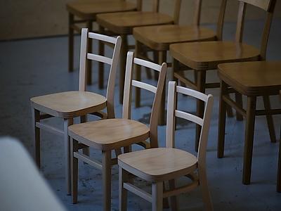 Dětské ohýbané židličky Luki tradičně BUK ve společnosti Nico DUB